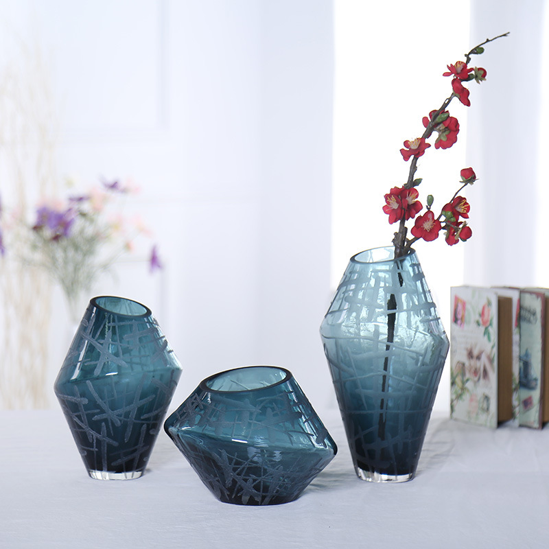 Hand brown gradient blue engraving polishing glass vase
