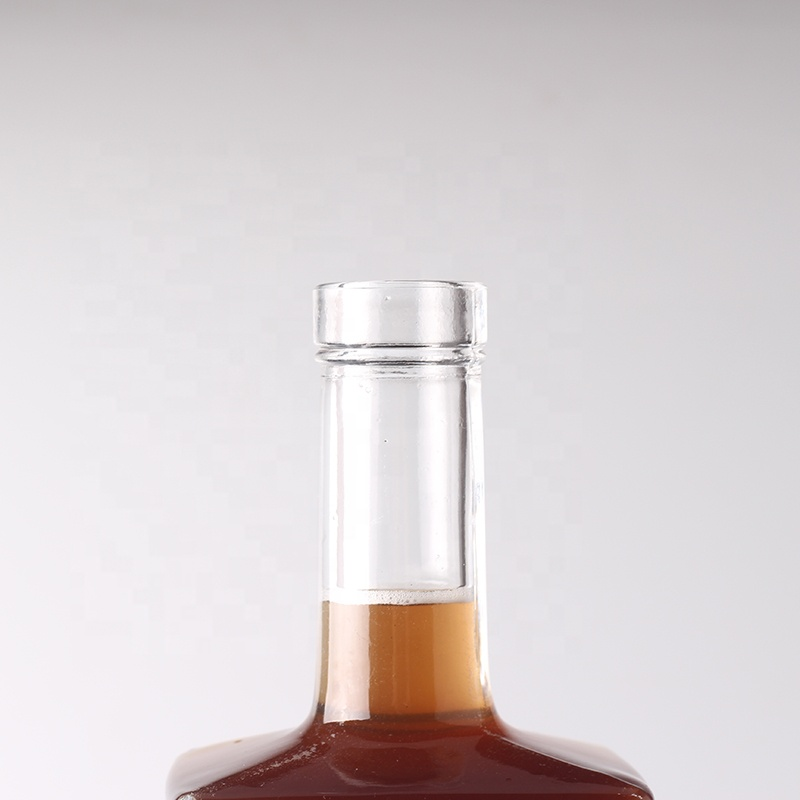 China Glass Bottles Wholesale Private Label Vodka Bottle 750ml Clear Glass Bottles With Cork